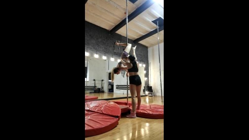 Видео от Black Style Studio Pole dance танец на пилоне