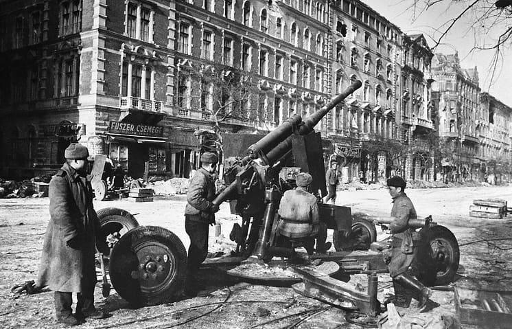 В этот день 76 лет назад, 9 февраля 1945 года, в столице Венгрии - городе Будапеште шли бои за каждый квартал города