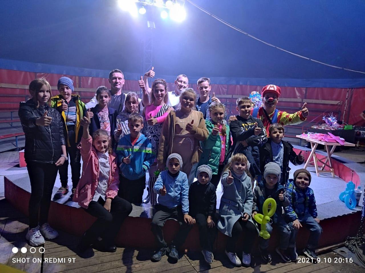 Воспитанники комплексного Центра соцобслуживания населения Петровского района посетили представление цирка-шапито «Рио»