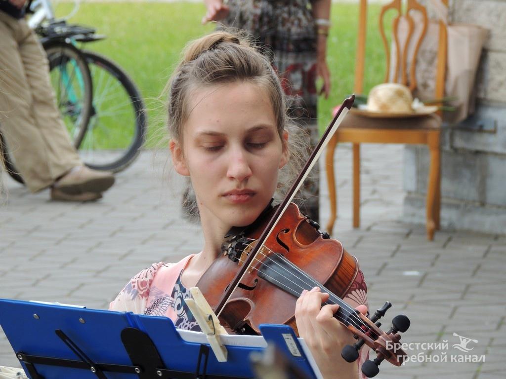 камерный оркестр на Брестском гребном канале