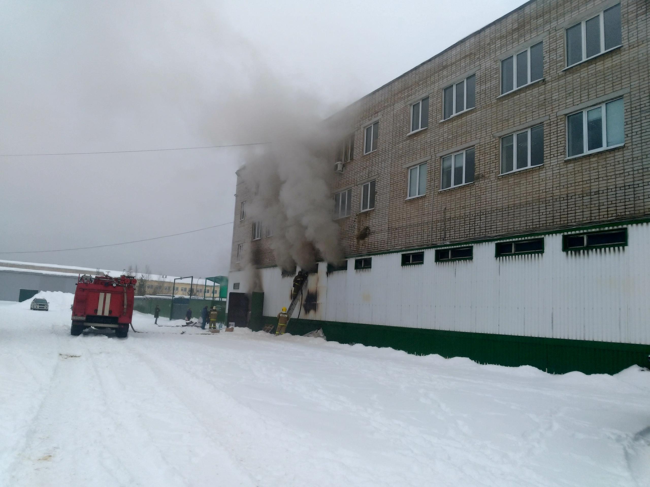 Пожар на складе с обувью произошел на улице Старозаводская в Кимрах