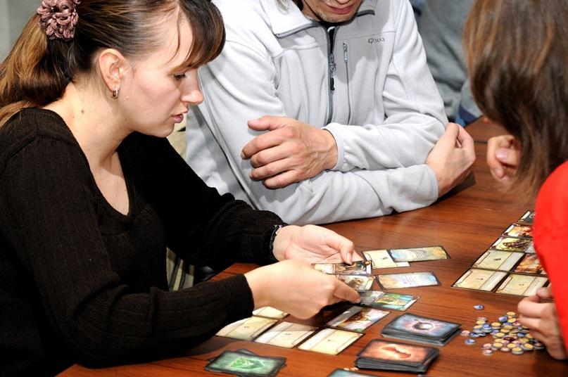«Другая Москва» на столах наших мероприятий 2011 года. Игра «Тайный Город» по мотивам цикла книг Вадима Панова основана на выборе стратегии с последующей попыткой её реализации посредством аукциона. Эту игру мы уже давно не выпускаем, но её все ещё можно найти на барахолках.