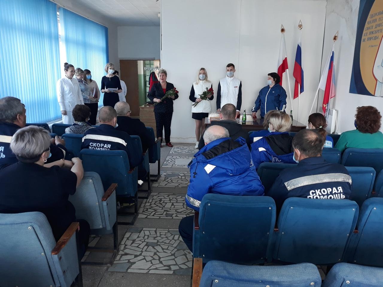 Представители партии «Единая Россия» поздравили работников службы скорой помощи с профессиональным праздником