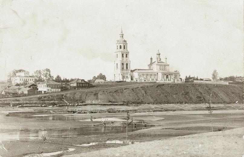 Вид с реки на уездный город Орлов. Начало XX в.