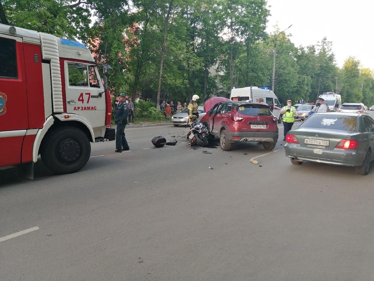 смертельная авария на Калинина в Арзамасе 25 мая столкнулись мотоцикл и Рено Каптур