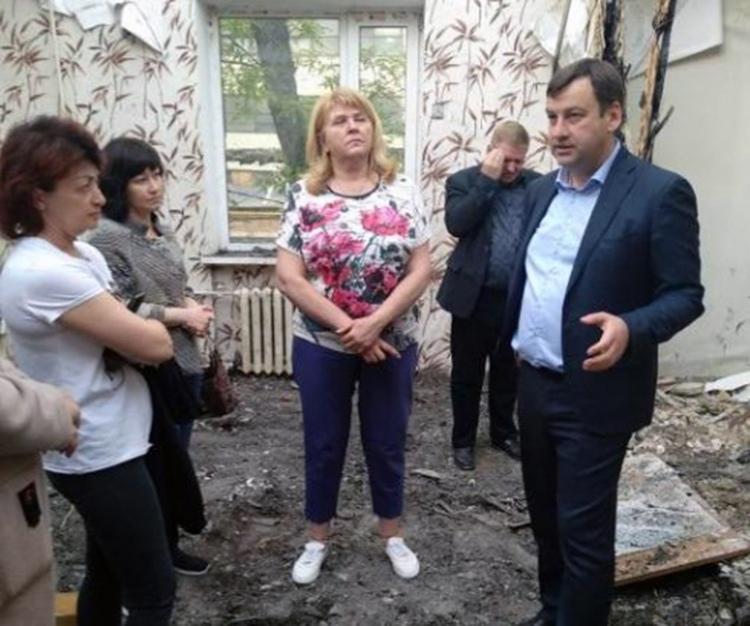 Глава Администрации Андрей Лисицкий провёл встречу с погорельцами на Большой Бульварной