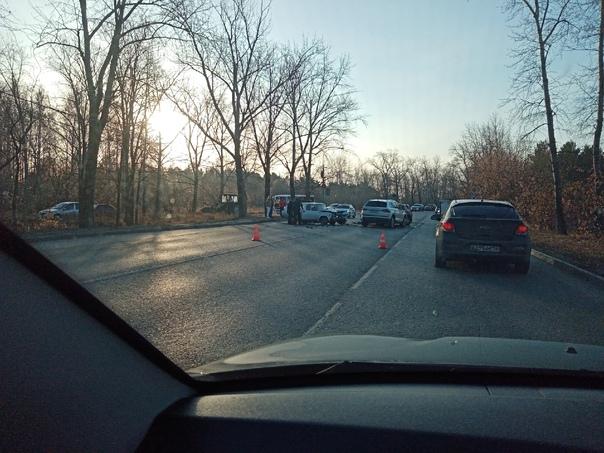 Серьезное ДТП на Ленинском, брякнулись 4 машины....