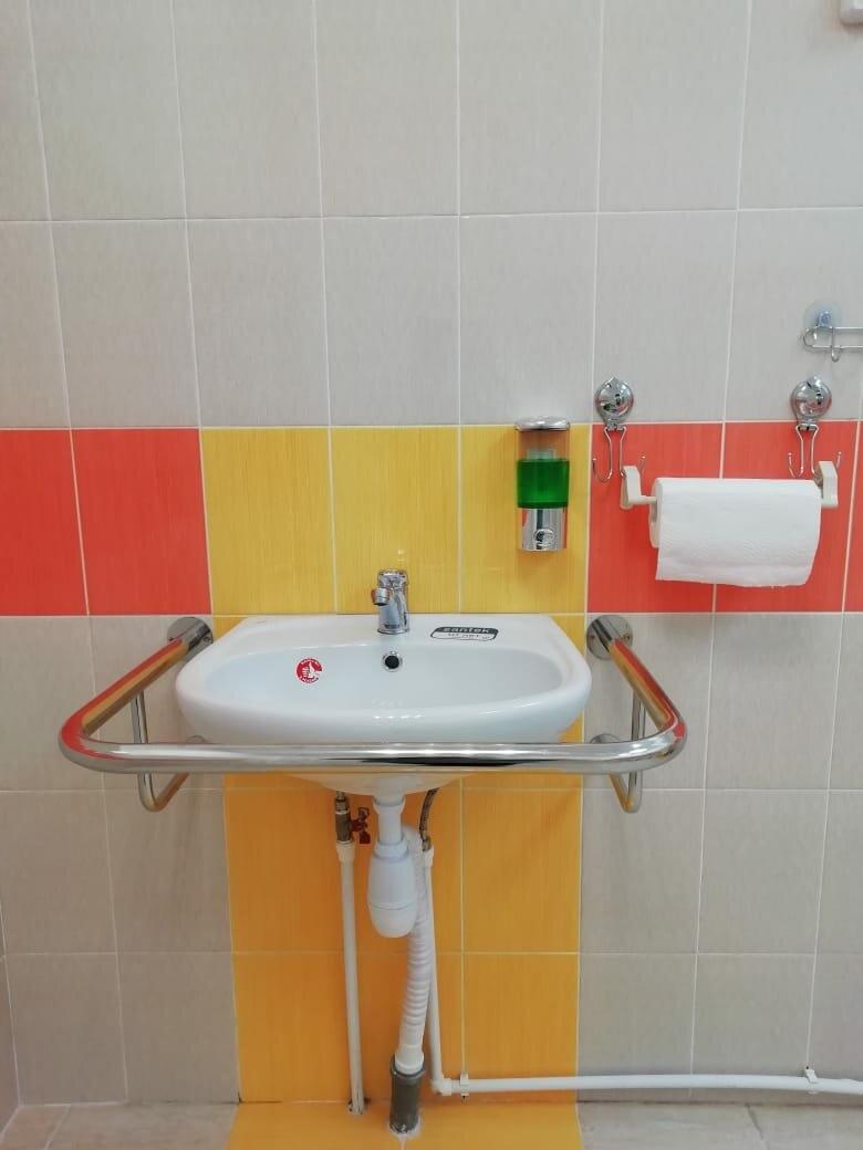 В ухтинской начальной школе №23 создали безбарьерную среду, изображение №3