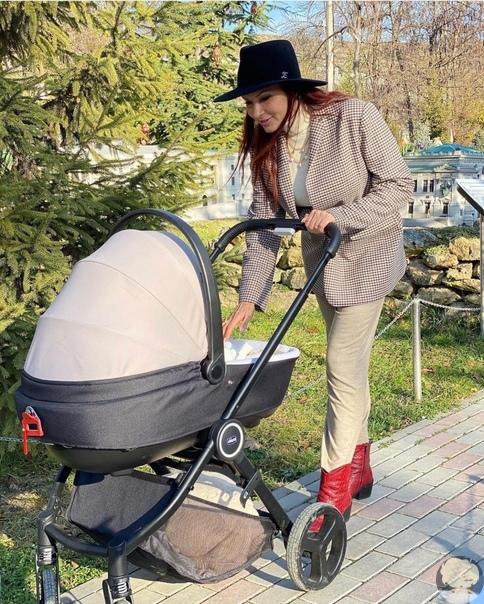 Блёданс стала мамой в третий раз Заинтриговала .... Написала что возраст не имеет значения для того что бы стать мамой .... Что