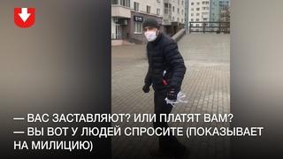Неизвестные в масках под контролем милиции срезают белые и красные ленты в Грушевке 21 октября