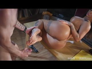 Foot Clerk At Work | Susy Gala | Brazzers