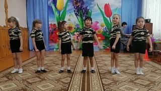 """Частушки с 23 февраля, исполняет вокальная группа """"Соловушки""""."""