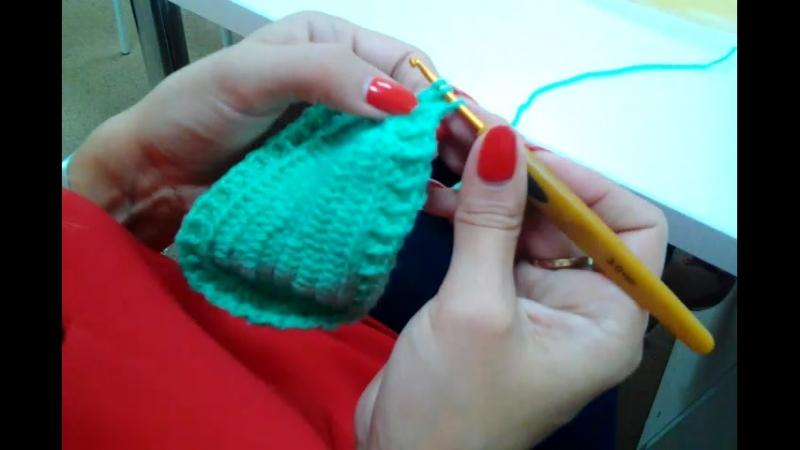 Наша ученица Мила вяжет пинетки