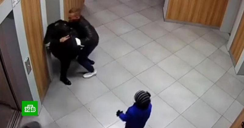 Красноярский бодибилдер объяснил зачем силой затолкал девушку в лифт