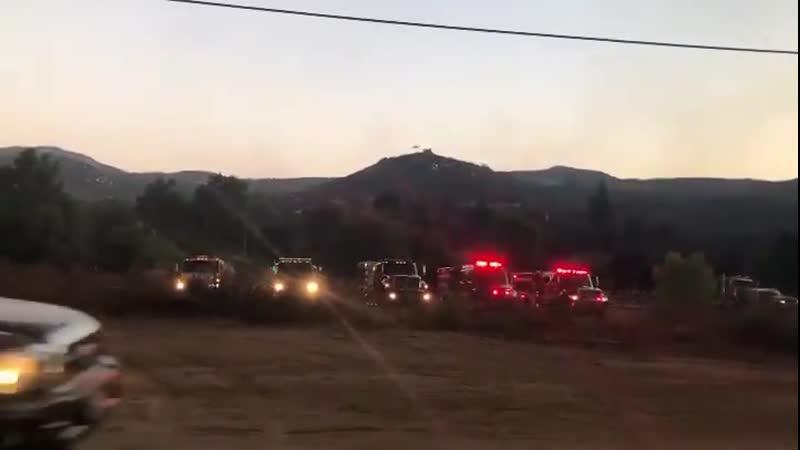 США 6 09 Большой пожар охватил долину Сан Диего Калифорния