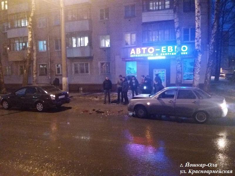 В Йошкар-Оле в ДТП иномарка травмировала своего хозяина